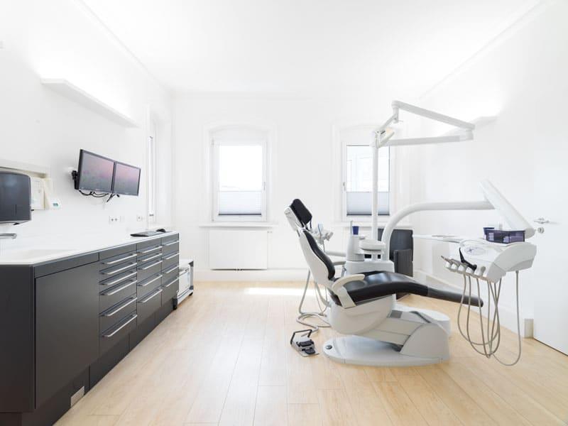 Behandlungszimmer Zahnarztpraxis Dr. Axel Ruppert